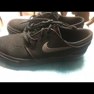 Black Nikes ✨